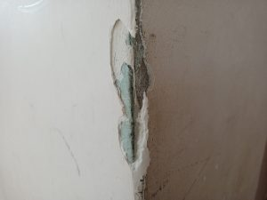 Jak naprawiać uszkodzone narożniki ścian