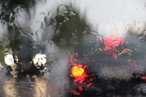 Jak zabezpieczyć samochód przed burzą?