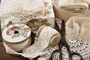 Decoupage – sposób na nowe życie dla starych przedmiotów
